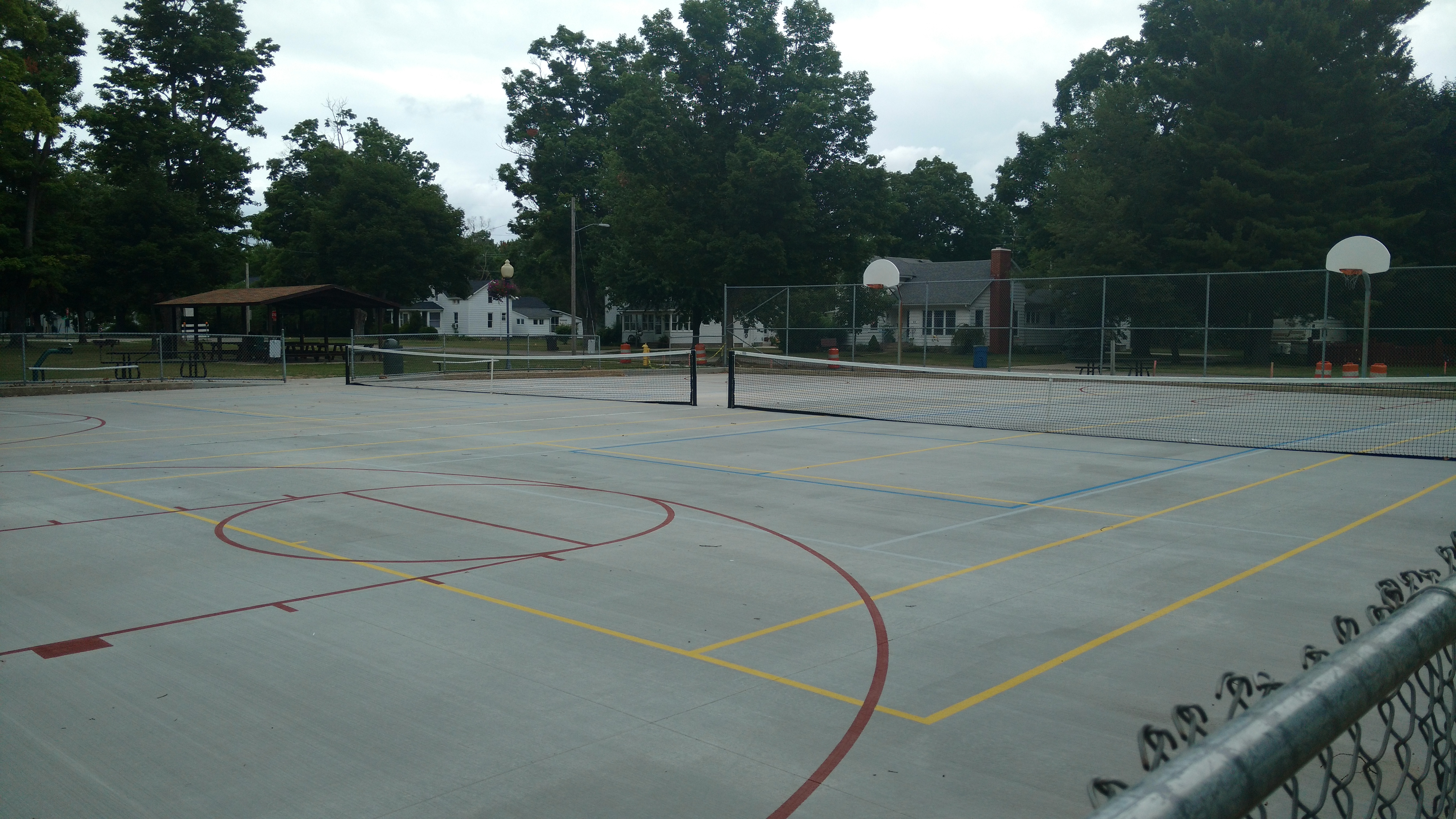 imgBasketball/Tennis Court City Park